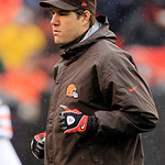 As rain falls, Cleveland Browns linebacker Scott Fujita jogs onto the field as an honorary captain for the coin toss before an NFL football game against the San Diego Chargers, Sunday, Oct.  …