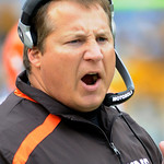 Cleveland Browns coach Eric Mangini reacts during the fourth quarter of a 27-14 loss to the Pittsburgh Steelers in an NFL football game in Pittsburgh, Sunday, Oct. 18, 2009. (AP Photo/Tom E. …