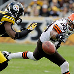 Pittsburgh Steelers cornerback Deshea Townsend, left, breaks up a pass intended for Cleveland Browns' Chansi Stuckey (88) during the first quarter of an NFL football game in Pittsburgh, Sund …