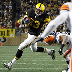 Pittsburgh Steelers running back Isaac Redman (33) runs in the first quarter of the NFL football game against the Cleveland Brownson Thursday, Dec. 8, 2011, in Pittsburgh. (AP Photo/Gene J.  …