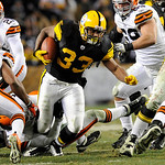 Pittsburgh Steelers running back Isaac Redman (33) carries the ball against the Cleveland Browns during the fourth quarter of an NFL Football game Thursday, Dec. 8, 2011, in Pittsburgh. Pitt …