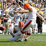 Cleveland Browns placekicker Phil Dawson, right, boots a 39-yard field goal against the Pittsburgh Steelers to pass Browns Hall of Fame kicker Lou Groza, to have the most field goals for the …